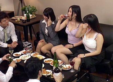Screenshot-2018-5-14 女性用下着メーカー宣伝部勤務の女性社員仕事終わりの飲み会乱交セックス流出映像