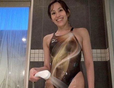 Screenshot-2018-5-22 僕の奥さんの競泳水着 志穂37歳 スイミングクラブで知り合ったデカ尻のむっ