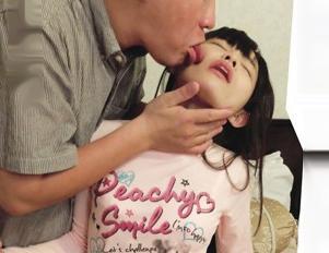 童顔小柄でパイパンな美少女たちが次々とキモい変態オヤジの餌食になる!