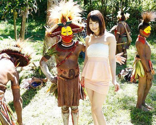 橘花音がパプアニューギニアで原住民と異文化交流sex!!ローションマットやオナホに興味津々の原住民!
