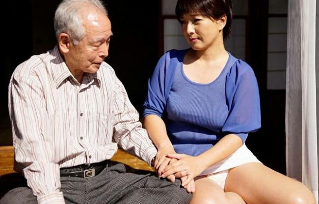 息子の嫁さん(41歳)を高齢紳士(80歳)が現役チンポで悶絶させる家庭内寝取りsex