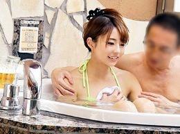 上司部下企画で美人OLがオッサン部長をラブホの混浴風呂でおもてなし。エロいカラダに興奮して中出し暴発!<素人ナンパ>