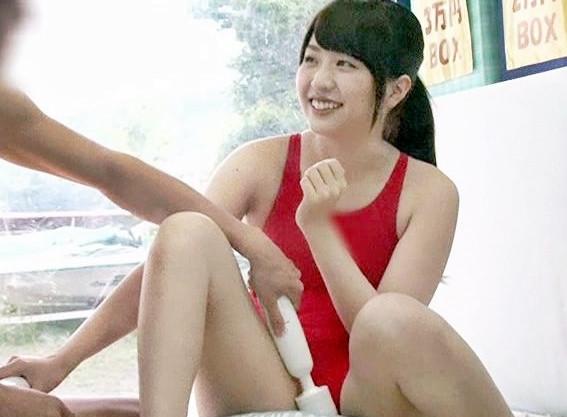 水泳部合宿中の美少女jdが男友達とMM号でエロゲーム!チンポの欲情に耐え切れずパックリ咥え込む