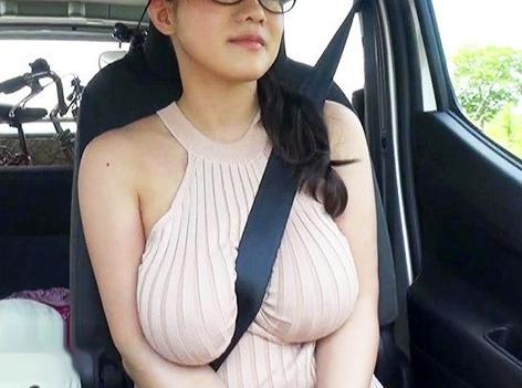 性欲旺盛な100センチKカップの超乳エステ嬢が店長と即パコ二人旅のハメ撮り旅行