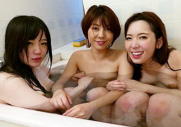3人のセクシーアイドルがお酒と媚薬のノリノリ状態で泥酔ガンギマリのレズ乱交!