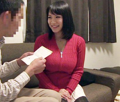 澁谷果歩が素人男性の自宅に訪問しKカップ爆乳でファンにご奉仕する