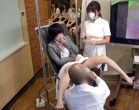 企業の社内健診で女子のカラダの感度チェックと称しチンポ突っ込むお医者さん