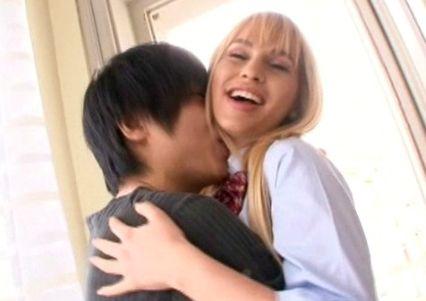 ロシアの女子校生のプリ尻アナルに日本人チンポを挿入する!金髪白人のケツマンコに豪快中出し