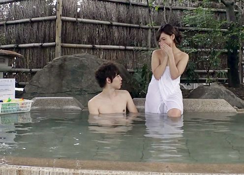 旅館で学生の友達男女をナンパして混浴エロゲームに挑戦してもらいセックスに発展するかモニタリング