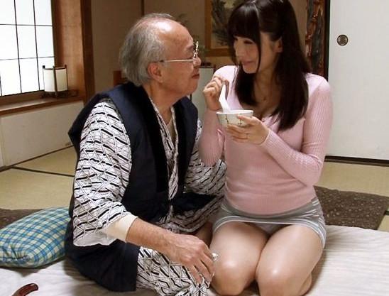 息子の嫁に介護される絶倫老人がレスの嫁に妊娠指導と騙りセクハラsexをする