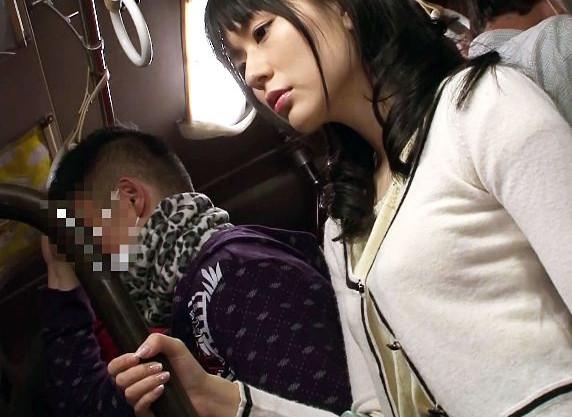 バスの中で痴漢され混乱する女にチンポを突っ込み強制快楽で抵抗しきれず犯し尽くす