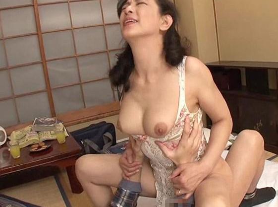 <服部圭子>五十路の美熟女が乱交したり若い男のチンポで激しく犯される