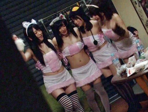 アイドルユニットがライブ会場の舞台裏で痴漢師に犯される