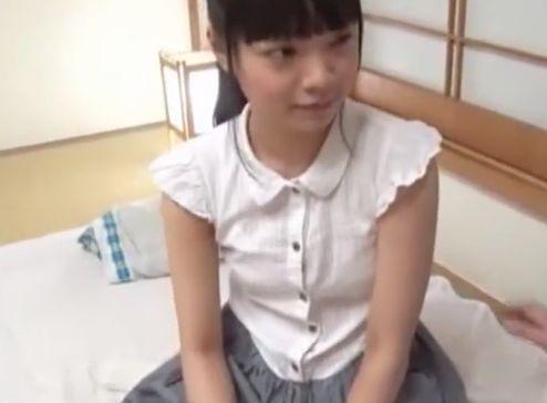 童顔ミニ系の小柄なパイパン美少女をオッサンで犯しまくる<椎奈さら>