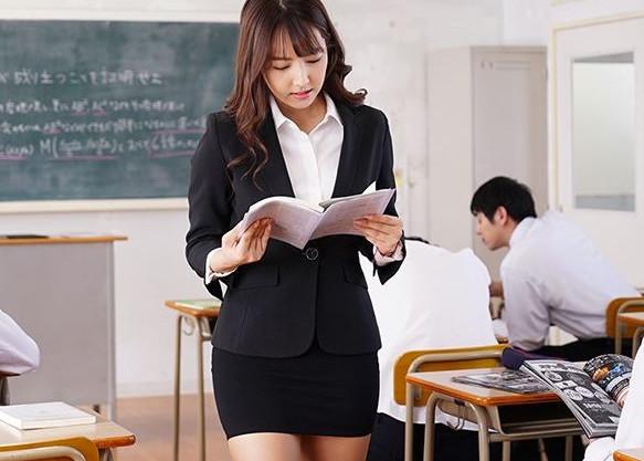 <三上悠亜>国民的アイドルの美人女教師が発情した鬼畜生徒たちに教室で輪姦される