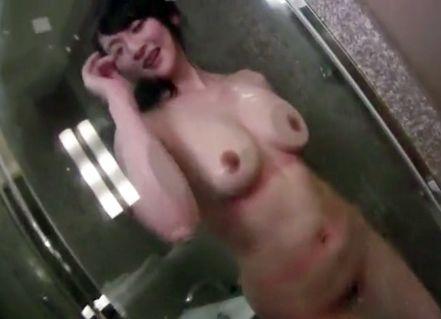旦那で性欲が満たされない欲求不満のムッチリ人妻をHOTELに連れ込み電マでイタズラ!