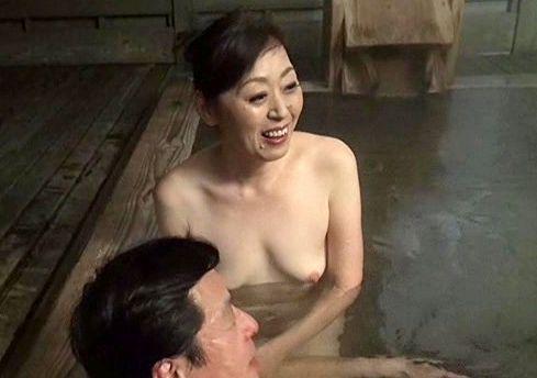 <六十路夫婦>60歳の奥様と67歳の旦那が温泉旅館で熟年交尾