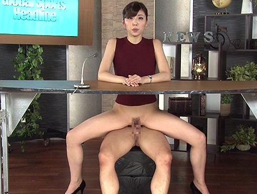 ベテランの熟年女子アナウンサーが収録中にチンポ椅子に座って生チンの上で腰を上下する