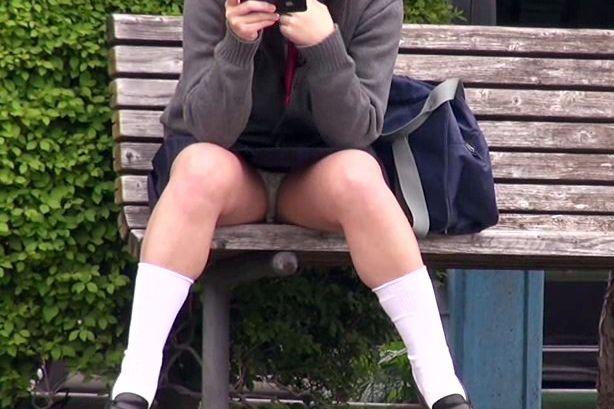 <パンチラ盗撮>女子校生のスカートの中身を小型カメラで隠し撮り