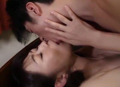 欲求不満の義母と同居する娘婿が夜中に部屋をこっそり抜け出し裸で抱き合い互いの肉体を求め合う