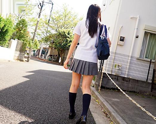 <レイプ>路上で見つけた可愛い制服少女を自宅までストーキング!家に押し入り幼い娘を犯し倒す