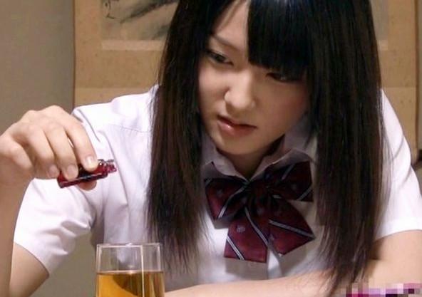 <キメセク>幼馴染のチンポを実験台に各種媚薬を試す制服少女