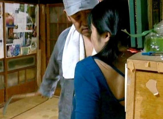 <ヘンリー塚本>大人しそうな少女が自宅でおじさんに鎌で脅されレイプされる