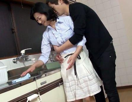 <完熟五十路母>「もぅっダメよ・・♡」欲求不満のお母さんが息子のチンポに溺れ喘ぐ