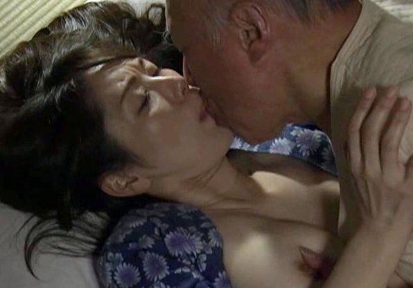 <ヘンリー塚本>旦那の親父に寝取られるおばさん熟女・・