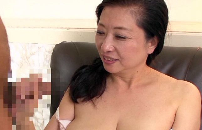 62歳にはとても見えない美人熟女を経験豊富な熟練交尾