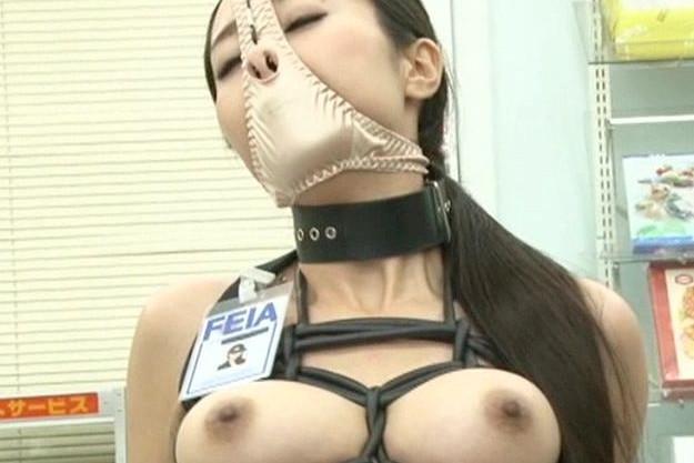 「フゴォォー!」敏腕捜査官が敵組織に拘束され鼻と乳首を激しく拷問する