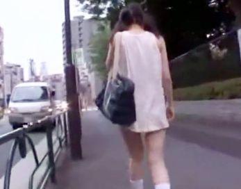 名門学校の嬢様生徒が通学バスで痴漢集団に襲われる!おしっこ漏らしてヘタリ込んだところを容赦なくイラマチオ