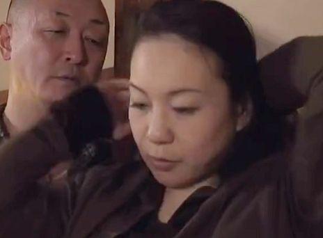 <ヘンリー塚本>人妻熟女の身体を本能のままに貪る中高年のエロドラマ