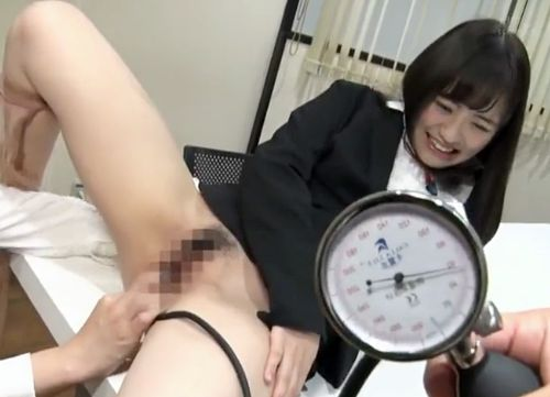 <SOD女子社員>「シュコッシュコッー」マンコのひな型取得に選ばれたOLたちが社内で膣圧測定をさせられるww