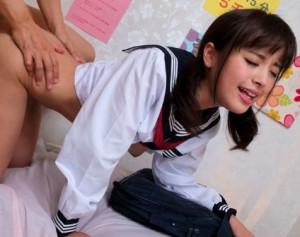 制服リフレ店の少女に禁止されている本番チンポを拝み倒して挿入する