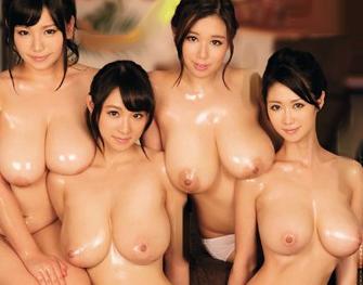 Jカップ以上の超乳セクシーアイドル4人に囲まれてエロすぎるハーレム乱交