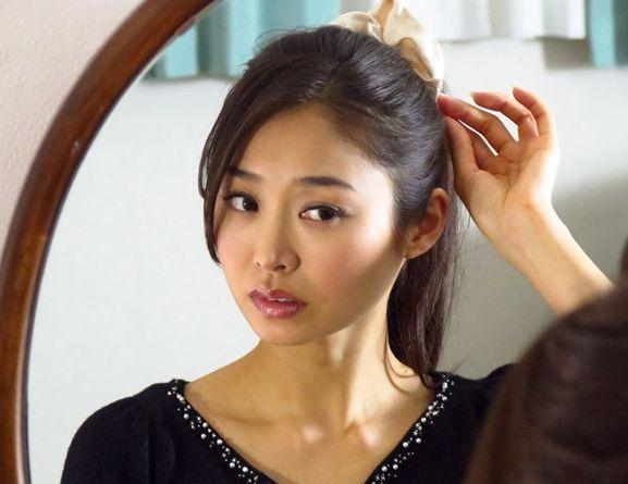 院内で同僚に強引に犯される美人ナースのお姉さん・・頭をがっつり鷲掴みしてチンポをねじ込む