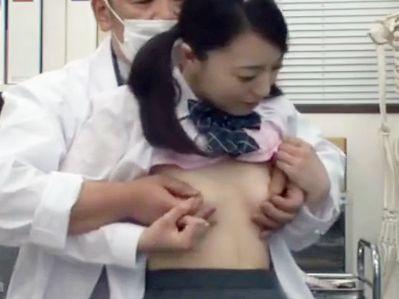 医師の助手として女子校の身体測定に潜り込み若いカラダをエッチにイタズラする