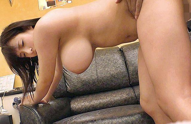 大人しい顔して胸がLカップの爆乳女子が激しく乳揺らして肉感sex