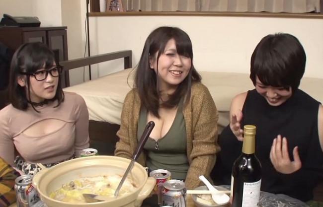 女子大生たち鍋を囲んで宅飲みパーティ⇒鍋に媚薬を混入したら皆発情しまくってチンポに群がってくるww