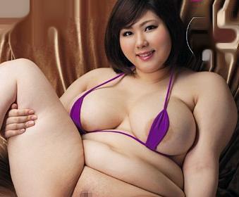 むっちり小太りの美女が肉厚のパイパンマンコを鬼突きされて脂肪を揺らしてイキまくるww
