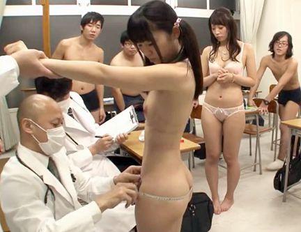 教室で裸になってセクハラ健康診断をさせられる