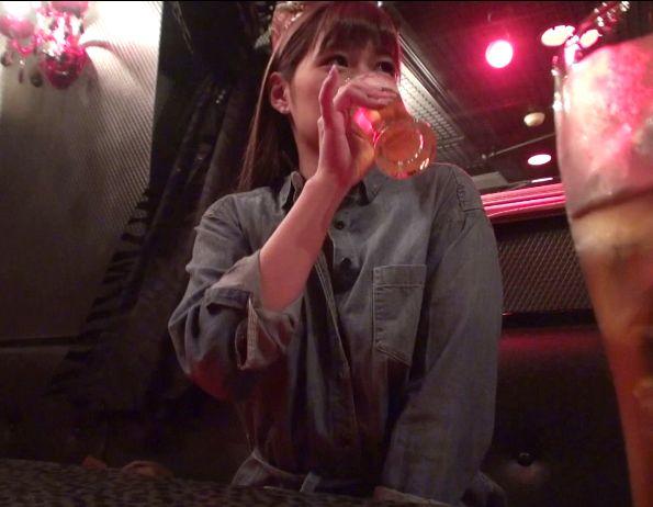 露出調教中のセクシーアイドルを知り合いのバーで酒飲んで犯す
