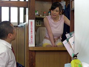 銭湯の美人番頭さんが洗い場で常連客に卑猥なサービスをしてくれる<中出し>