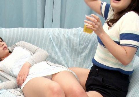 <素人企画>ナンパしたほろ酔い大学生がMM号に乗車⇒酔ってパンチラしている無防備JDとハーレム乱交
