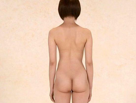 制服少女の詳細なプロフィールと制服姿と全裸姿が360度立位ポーズで映し出される全裸図鑑。全裸チアリーディングがエロい