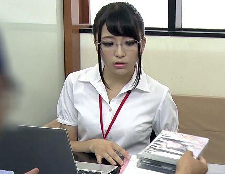 女子社員が貞操帯を装着させられリモバイでイタズラされながらオフィスで仕事するも我慢の限界で激しくsex