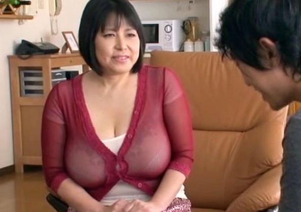 やたら乳がデカい友達のおばちゃん。Lカップ爆乳に欲情した青年が熟女の乳房を揉みしだきチンポを挿入させてもらう