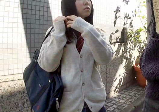 ストリートで軟派した制服少女に中出し種付けしてハメ撮りする鬼畜男