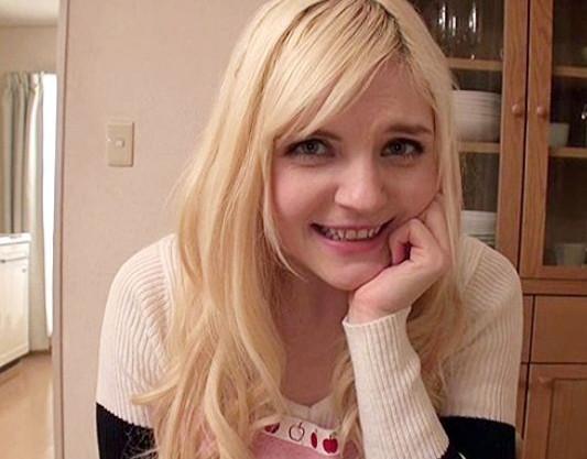 金髪白人の癒し系美少女が日本人の彼氏とラブラブ主観sex